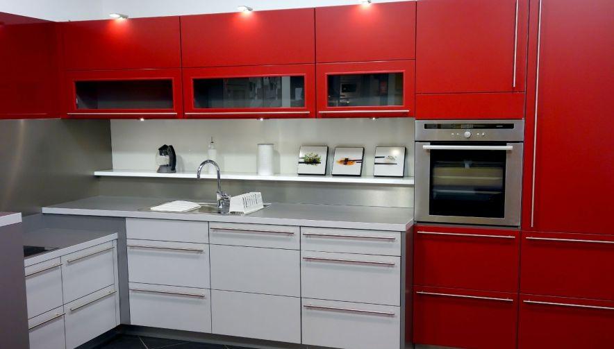 cuisine etroite good gardemanger design et rangement cuisine moderne en ides chic meuble garde. Black Bedroom Furniture Sets. Home Design Ideas