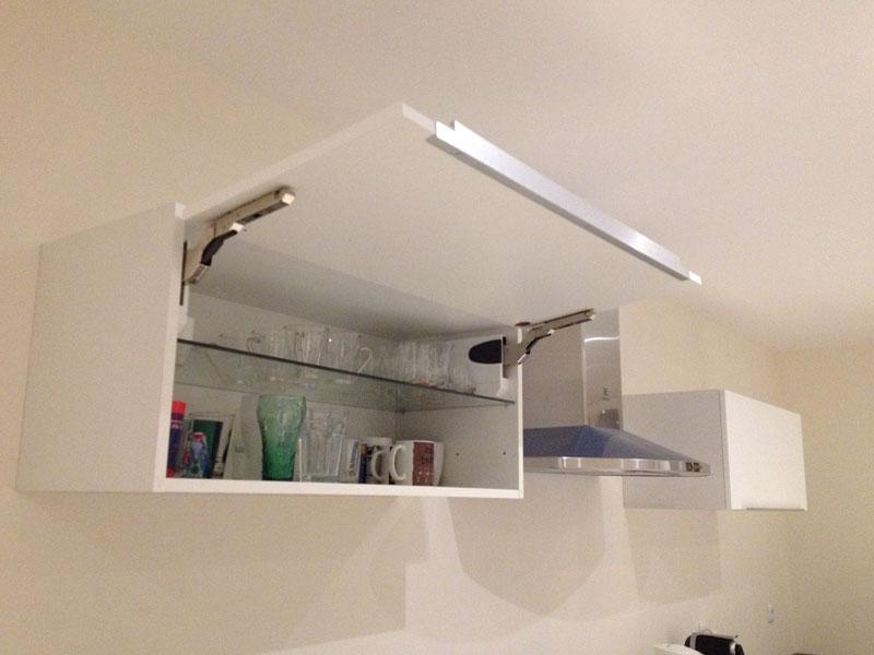 Comment installer un meuble haut dans une cuisine ?
